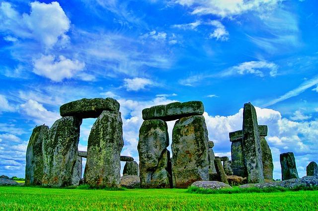 stonehenge-101801_640